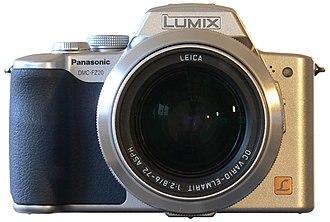 Panasonic Lumix DMC-FZ20 - Image: Panasonic Lumix DMC FZ20 Front View 2