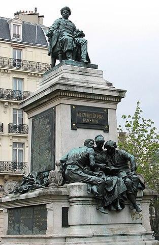 Памятник Александру Дюма работы Густава Доре в 17-м округе Парижа на пл. генерала Катру