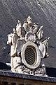Paris - Toiture de la cour d'honneur des Invalides - Lucarne ornée de trophés d'arme - 0010.jpg