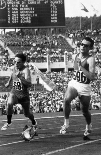 Athletics at the 1960 Summer Olympics – Men's 200 metres - Paul Genevay and Livio Berruti in heat 4, interrupted by a pigeon
