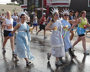 Peachtree Road Race - 2006 Peachtree Road Race participants wearing US-patriotic costumes