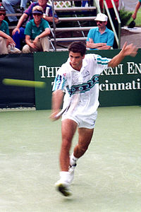Pete Sampras at the 1992 Thriftway ATP Championships.jpg