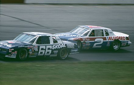 Wallace in the No. 2 (background) in 1985 PhilParsonsRustyWallace1985.jpg