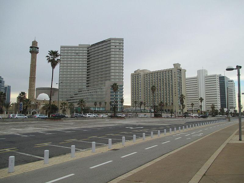מסגד חסן בק ומלונות בתל אביב