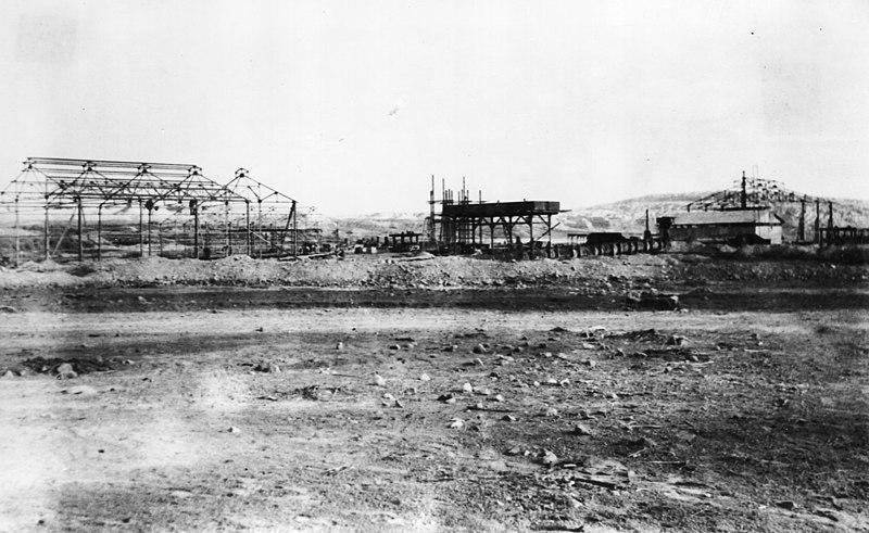 מבנים ראשונים במפעלי ים המלח