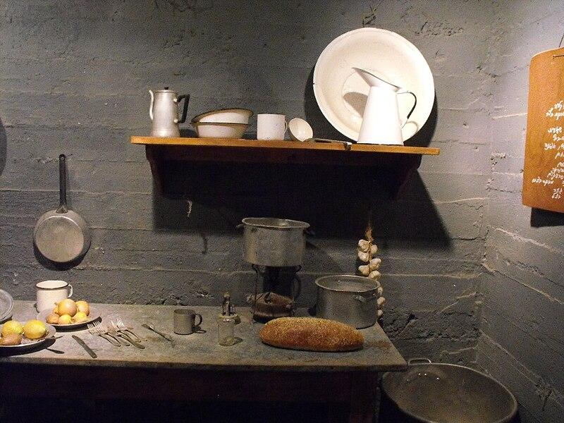 """מוזיאון """"גשר"""" - המטבח בבונקר"""