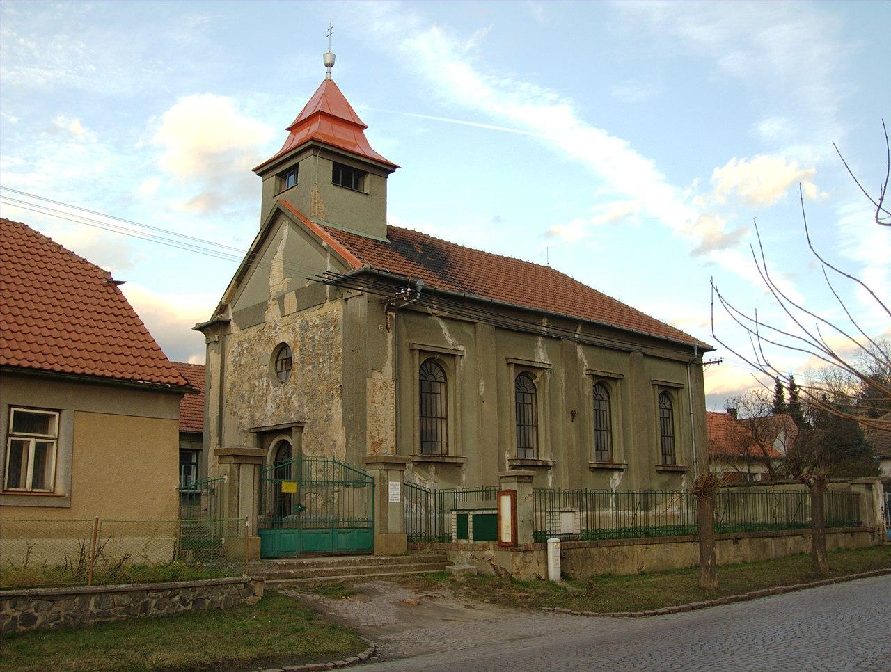 Plaňany, husitský kostel.jpg