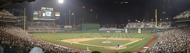 An Evening Game Between The Los Angeles Dodgers And Pittsburgh Pirates August 7 2001