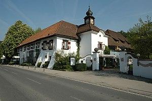 Poertschach_Schloss_Leonstain_01.jpg
