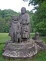 Pomník Babičky s dětmi, Babiččino údolí.jpg
