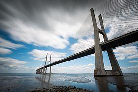 Ponte Vasco da Gama (14542264189).jpg