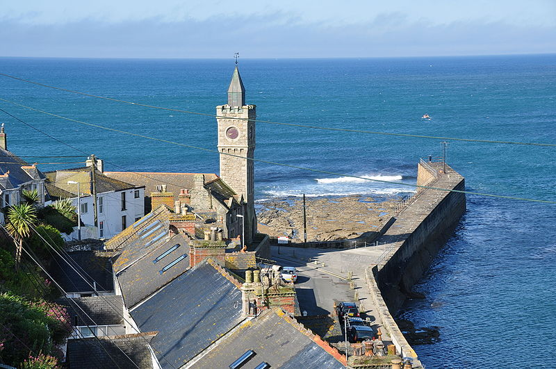 File:Porthleven Institute Building and breakwater (7817).jpg
