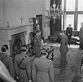 Prins Bernhard reikt het Grootkruis in de Orde van Oranje-Nassau met de Zwaarden, Bestanddeelnr 900-5504.jpg