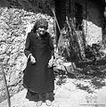 Pripovedovalka Frančiška Gradišar (83 let) ima zadaj zavezano ruto, Bavdki 1960 (2).jpg
