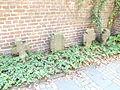 Pulheim Sinthern Friedhof alte Kreuze.JPG