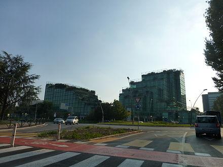 V palazzo uffici dell 39 eni e sede della divisione e p for Arredamenti ballabio san donato milanese