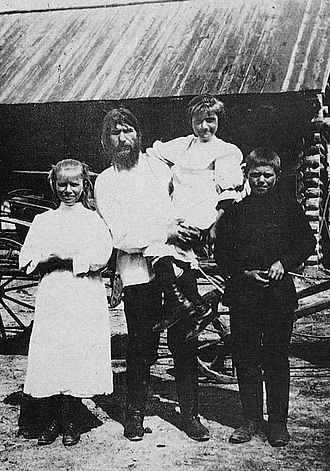 Grigori Rasputin - Rasputin with his children