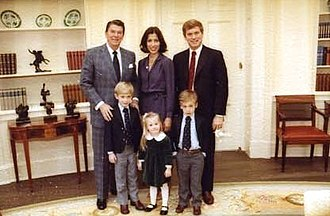 Dan Quayle - Quayle and his family with President Ronald Reagan in 1981