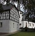Rheinbach OT Neukirchen, Neukirchener Str. 16, Katholische Pfarrkirche St. Margaretha und Pfarrhaus.jpg