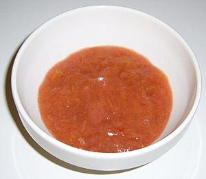 Serveringsklar rabarberkräm
