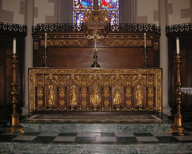 File:Richmond St Matthias interior 003 altar.jpg