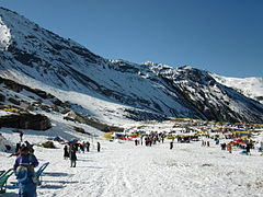 Rohtang pass snowy valley01