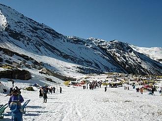 Manali, Himachal Pradesh - Image: Rohtang pass snowy valley 01
