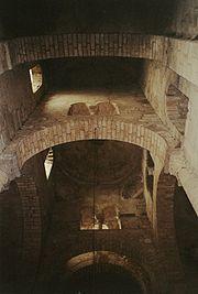 Arcos en la iglesia de Saint-Saturnin, Francia.