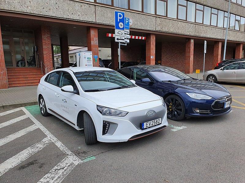 File:SPARK car and charging station in Vilnius.jpg