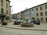 Saint-Didier-en-Velay Grand'Place2.JPG