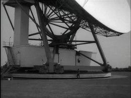Bestand:Satelliet-grondstation voor internationaal telefoonverkeer tussen Amerika en Europa-512027.ogv