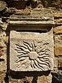 Savigny (Rhône) - Boîte aux lettres ancienne en pierre, gravée d'un soleil (juin 2019).jpg