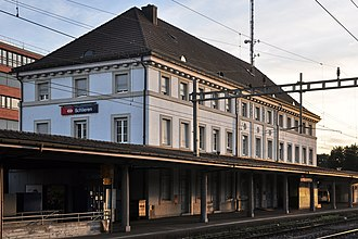 Schlieren railway station - Image: Schlieren Bahnhof 2011 09 06 19 30 40 Shift N