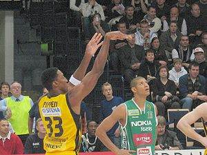 Scottie Pippen - Pippen playing in Europe in 2008