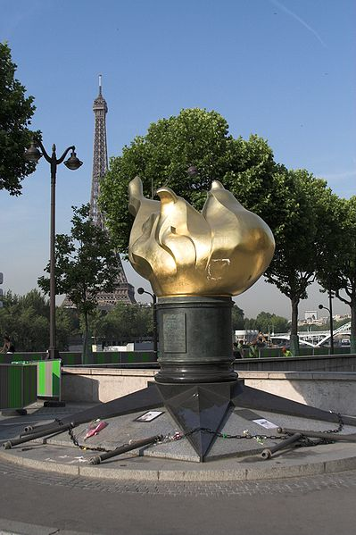 Archivo:Sculpture pont de l'alma Paris FRA.jpg