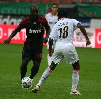 Clarence Seedorf - Clarence Seedorf in action for Milan against Eric Addo of PSV in a friendly game on 3 August 2007 at the Lokomotiv Stadium, Moscow.