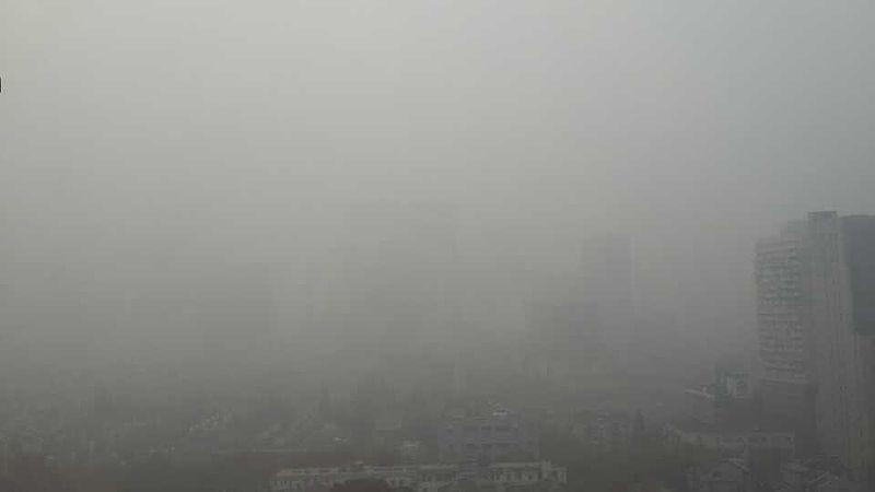 Shanghai haze in Huangpu Distract 20131206.jpg