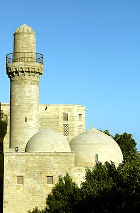 Shirvanshahs Palace Mosque common.JPG