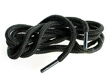 https://upload.wikimedia.org/wikipedia/commons/thumb/3/37/Shoelaces_20050719_001.jpg/220px-Shoelaces_20050719_001.jpg