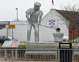 Shotts - Image: Shotts Metal worker statue