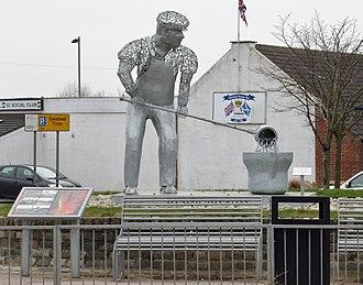 Shotts - Image: Shotts Metal worker statue