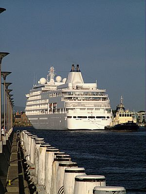 The Silver whisper being pushed into dock at N...