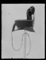 Skärmmössa, modell 1863, för kronprinsens husarregemente, med pompon och plym. För barn - Livrustkammaren - 79209.tif