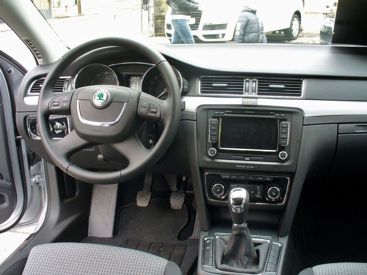 File skoda superb ii ambition tsi brilliantsilber for Interieur 2015
