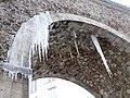 Stalagtites de glace sous l'acqueduc de l'Avre - panoramio.jpg
