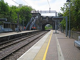 Stamford Hill railway station - geograph.org.uk - 167490.jpg