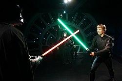 ライトセーバー ライトセーバーの色・種類・型の違いとは?「スター・ウォーズ」の重要アイテムの秘密を解き明かす!