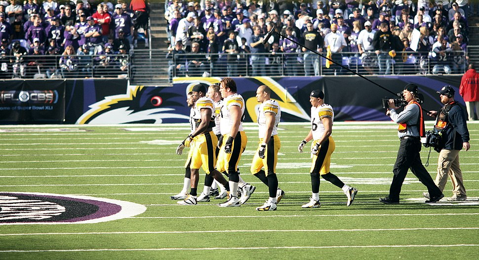 Steelers captains approach midfield 2006