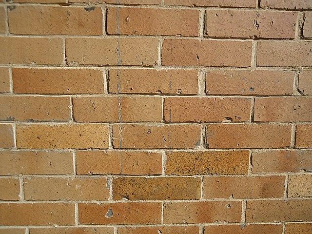 640px-Surfaces_vertical_brick_wall_closeup_view.JPG