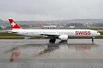 Swiss, HB-JNA, Boeing 777-3DE ER (40139738331).jpg